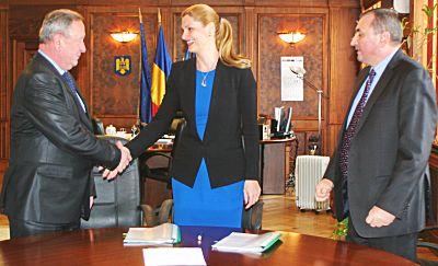 Intâlnirea Ramonei Mănescu, ministrul Transporturilor, cu directorul Aeroportului din Oradea, Gheorghe Pascu, şi preşedintele CJ Bihor, Cornel Popa